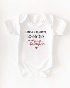 Romper 'Forget it girls, mommy is my valentine' zwart of wit