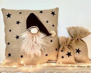 Kerstdecoratie | Jutr kussen met kabouter