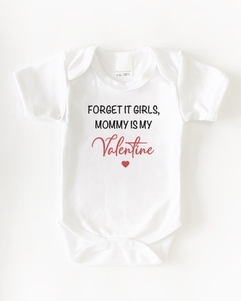Romper 'Forget it girls, mommy is my valentine' zwart of wit