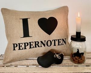 "Sinterklaas decoratie / Jute Sinterklaas kussen ""pepernoten"""