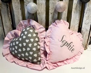 Kraamcadeau | Kussen hart met naam en/of geboortedatum