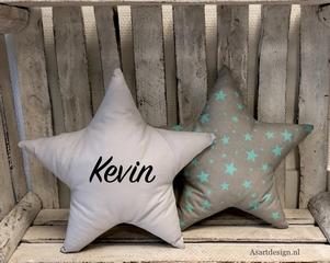 Kussen ster (grijs/groen) met naam en/of geboortedatum