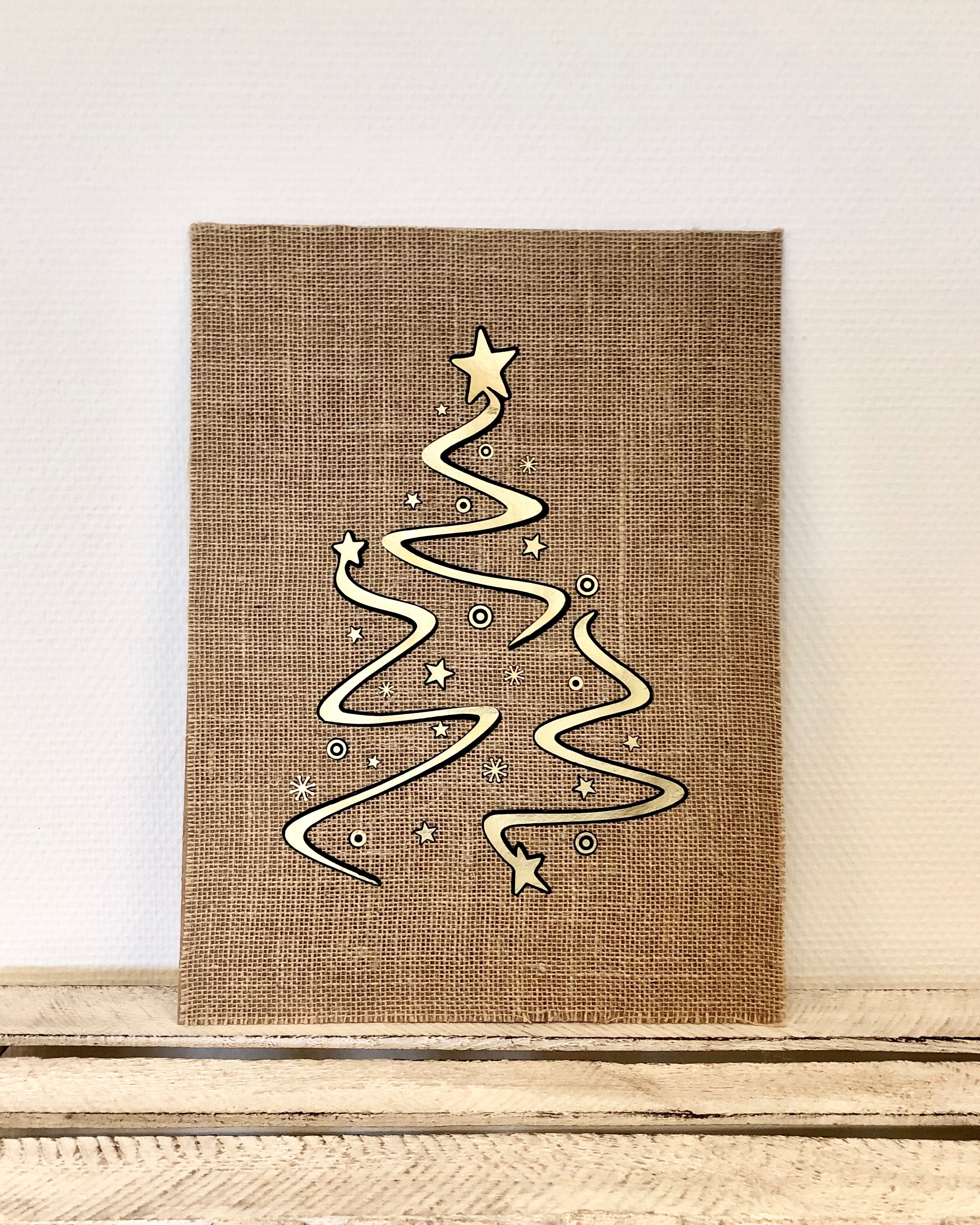 Jute kerstboom poster met LED verlichting (zwart/goud)