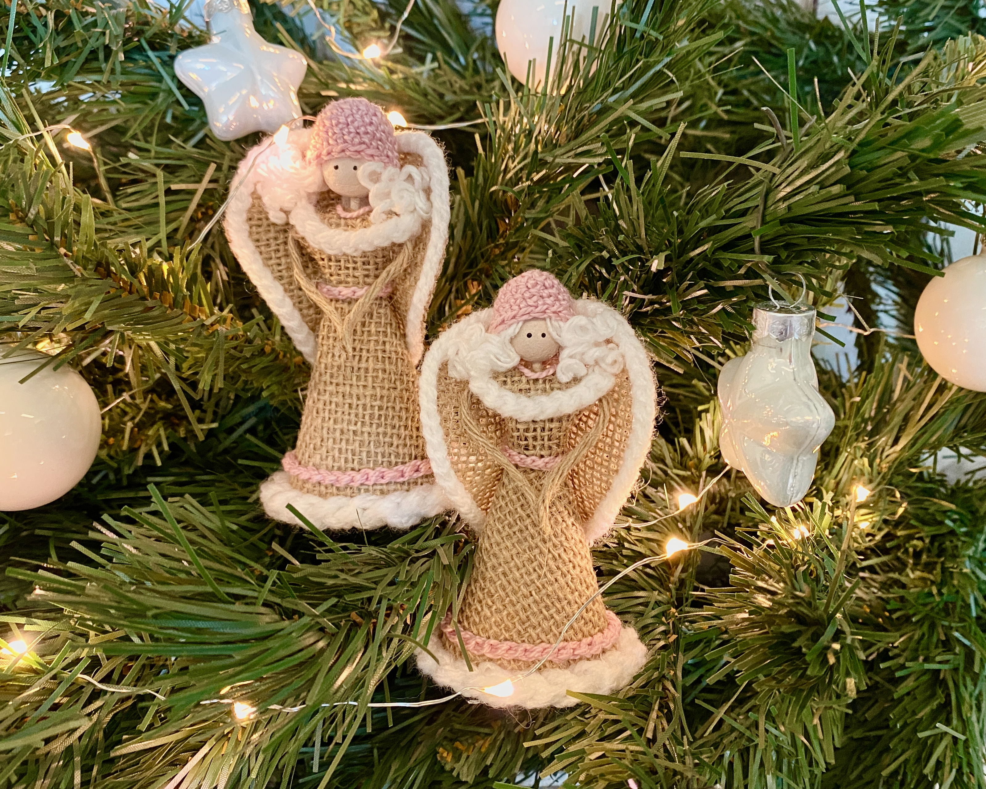 Kerstengeltjes set van 2   roze mutsje