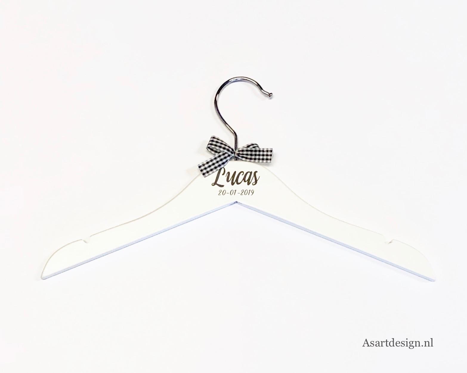 Kinderkledinghanger ( wit) met naam en/of geboortedatum