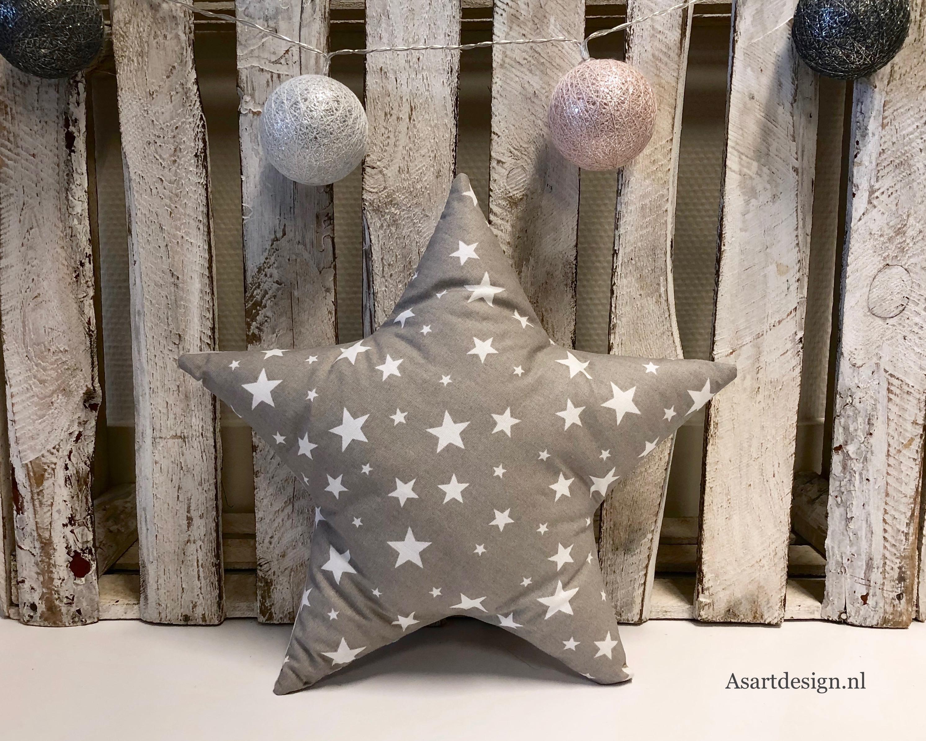 Kussen ster (grijs/wit) met naam en/of geboortedatum