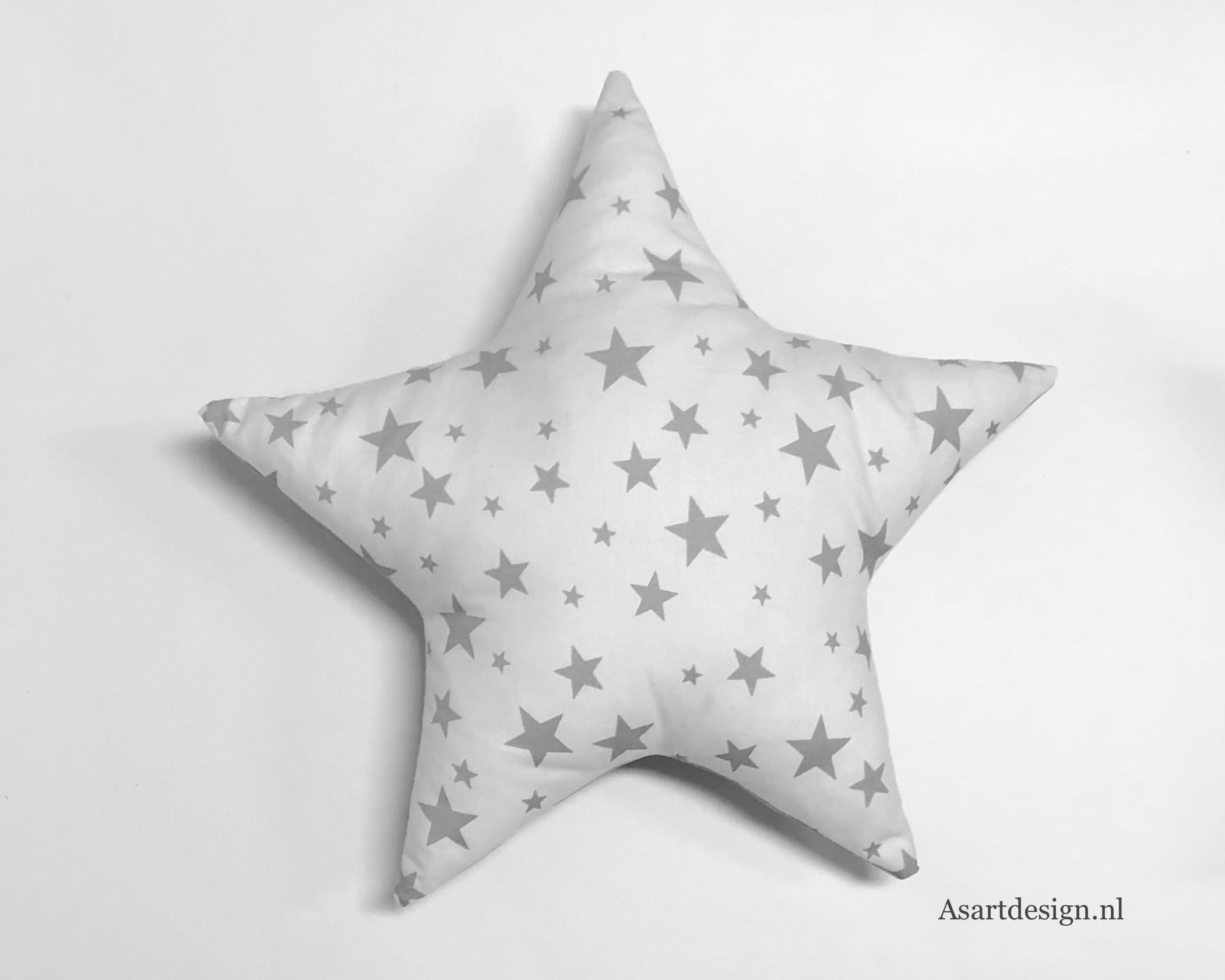 Kussen ster (wit/grijs) met naam en/of geboortedatum