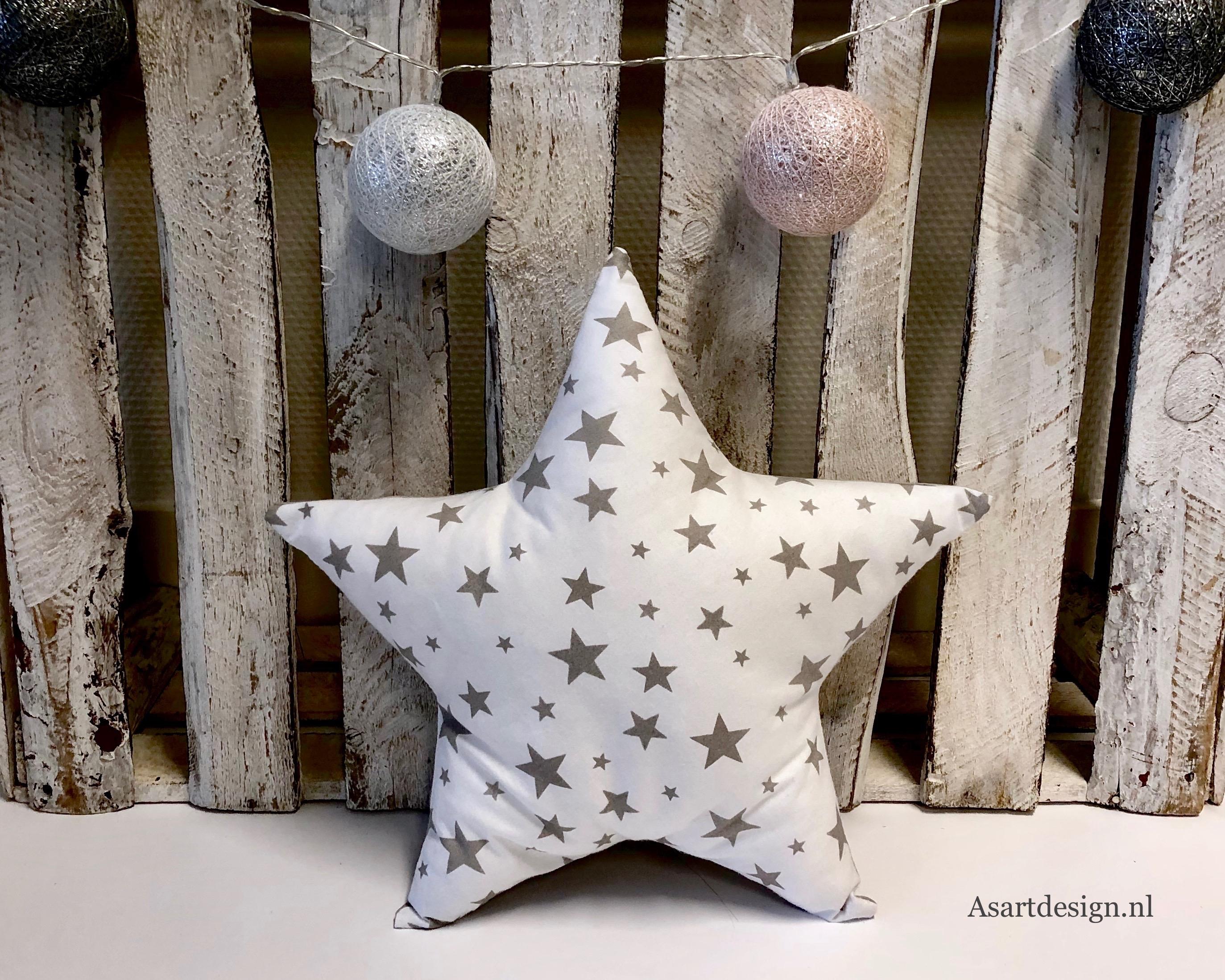 Kussen ster (wit/grijs) met naam