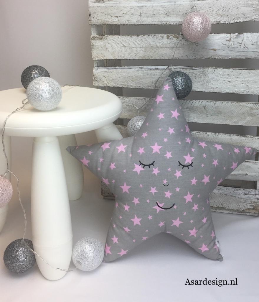Kussen ster met roze sterretjes