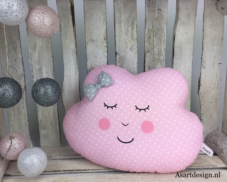 Kussen wolk roze met witte stipjes