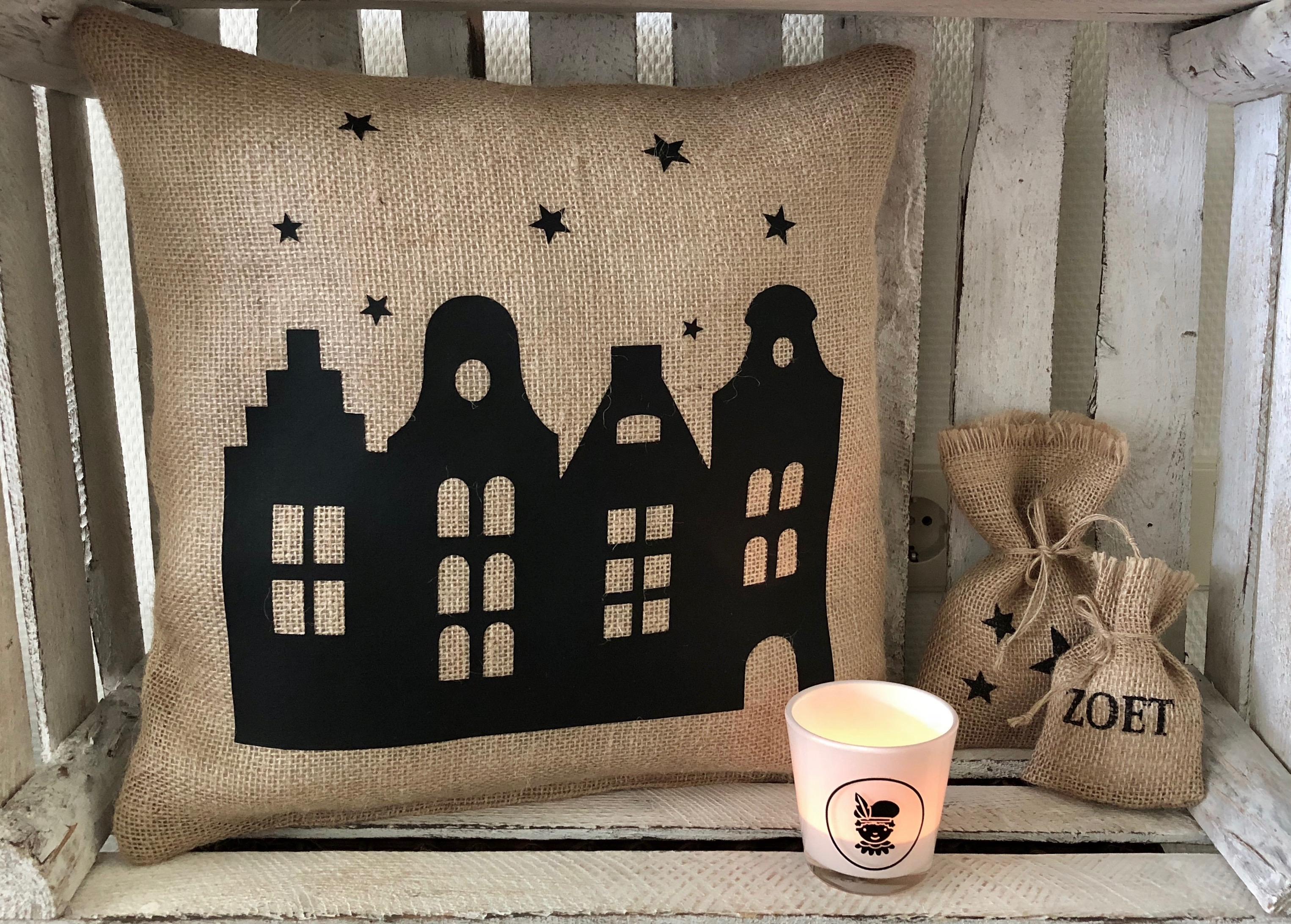 Sinterklaas decoratie / Jute Sinterklaas kussen 'huisjes'