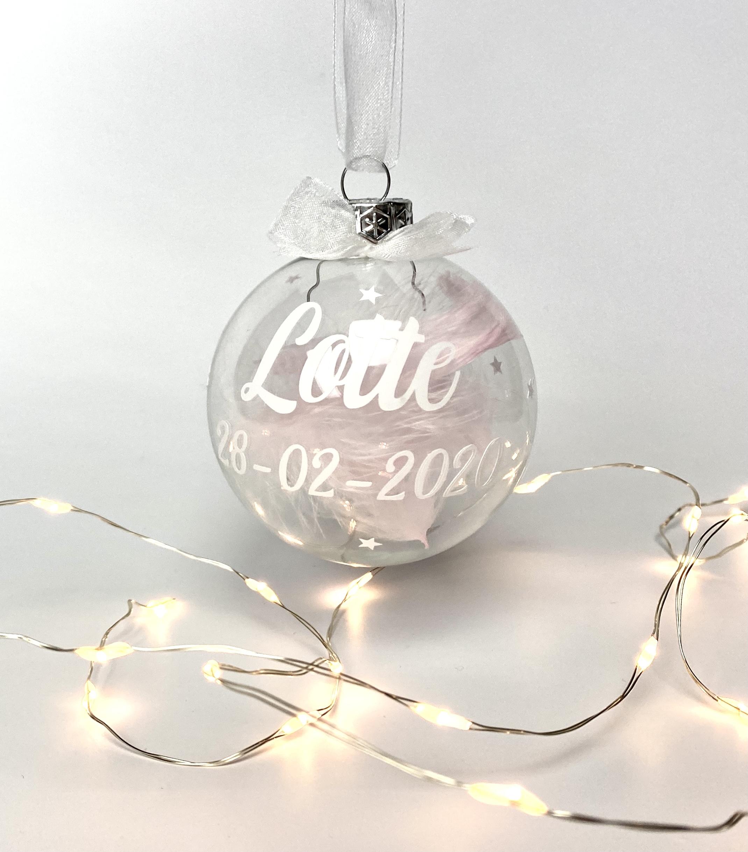 Transparante kerstbal met naam en geboortedatum