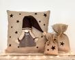 Kerstdecoratie | Jute kussen met kabouter meisje